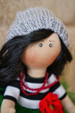 Брюнет куклы сувенира handmade в сочной зеленой юбке Стоковые Фото