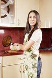 Брюнет с сковородой Стоковое фото RF