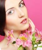 брюнет цветет женщина стоковая фотография rf