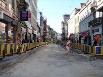 Брюссель, Бельгия - 10-ое июля 2018: Реабилитация дороги работает на ` Ixelles в Ixelles, Брюсселе Chausse d Стоковая Фотография