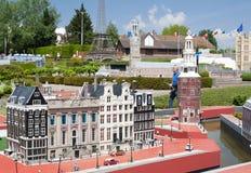 БРЮССЕЛЬ, БЕЛЬГИЯ - 13-ОЕ МАЯ 2016: Миниатюры на парке Мини-Европе - воспроизводствах памятников в Европейском союзе на масштабе Стоковое Изображение RF