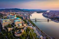 Будапешт, Венгрия - воздушный взгляд горизонта замка королевского PalBudapest Buda, Венгрии - воздушный взгляд горизонта замка ко Стоковое Фото