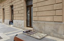 Будапешт, Венгрия - 17-ое апреля 2018: место где бездомные живут стоковые изображения