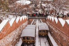БУДАПЕШТ, ВЕНГРИЯ - 16-ОЕ ДЕКАБРЯ 2018: Холм замка Будапешта фуникулярный в зиме в Будапеште, Венгрии стоковая фотография