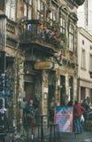 БУДАПЕШТ, ВЕНГРИЯ - 26-ОЕ МАРТА 2017: Улица Kazinczy и паб руин Стоковая Фотография RF