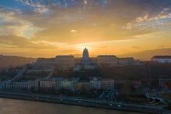 Будапешт, Венгрия - панорамный взгляд горизонта замка RoyalBudapest Buda, Венгрии - панорамный взгляд горизонта приятеля замка Bu Стоковые Изображения RF
