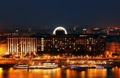 Будапешт на ноче - Дунай и часть своего левого берега увиденного от холма Gellert Стоковое Изображение RF