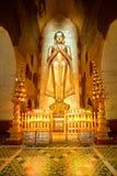 Будда внутри виска Ananda, Bagan, Myanmar. Стоковое Фото
