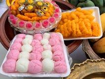 Будда и индусское предложение еды стоковые фото