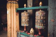 Буддийская молитва катит внутри Trongsa Dzong, Bumthang, Бутан стоковые фотографии rf