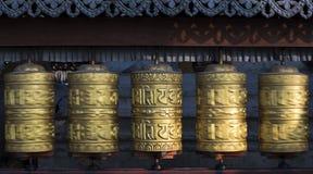Буддийские колеса молитве вращая в движении Стоковые Изображения