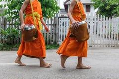 Буддийские монахи в Luang Prabang, Лаосе Стоковые Изображения