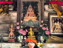 Буддийский алтар в старой пагоде стоковые изображения rf