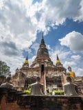 Буддийский висок в Wat Yai Chai Mongkol, Ayuttaya стоковое фото rf