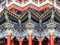 Буддийский висок с красочными декоративными деталями вверху гора Tianmen, провинция Хунань, Zhangjiajie, Китай Стоковое Изображение