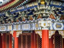 Буддийский висок с красочными декоративными деталями вверху гора Tianmen, провинция Хунань, Zhangjiajie, Китай Стоковые Изображения