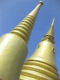 буддийский золотистый висок Таиланд шпилей стоковое фото