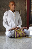 буддийский отражать монаха раздумиь привычки Стоковая Фотография RF