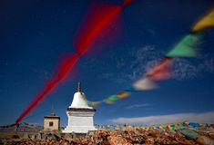 Буддийское stupa около озера Manasarovar в Тибете Стоковое фото RF