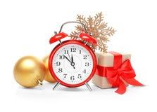 Будильник, подарок и оформление на белой предпосылке christmas countdown стоковое фото