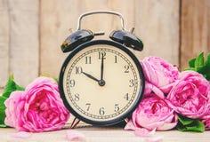 Будильник 10 часов Цветы Стоковые Изображения RF