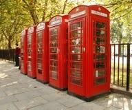 будочки знонят по телефону красному цвету Стоковая Фотография