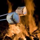 Будучи зажаренным в духовке ингридиент Smore стоковые изображения rf