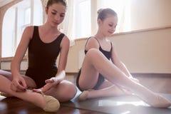 Будущие балерины Молодые дамы в классе Стоковое Изображение