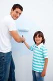 будьте отцом счастливо его как сынок краски учя к Стоковое Изображение RF