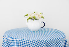 Букет белых роз и freesias Стоковые Фото