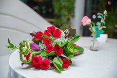 Букет букета цветков 100 красных роз Стоковое Изображение RF