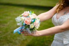 Букет венчания в руках невесты Стоковая Фотография