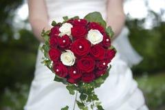 Букет венчания удерживания невесты Стоковое Изображение