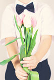 Букет весны цветет в руках ` s детей Стоковая Фотография RF