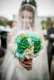 букет вручает венчание Стоковая Фотография