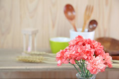 Букет гвоздики в стеклянной вазе Стоковые Фотографии RF