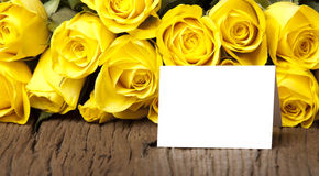 Букет желтого цвета с карточкой Стоковое Изображение