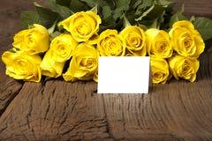 Букет желтого цвета с карточкой Стоковое Изображение RF