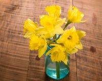 Букет желтого daffodil цветет в опарнике Стоковое Изображение RF