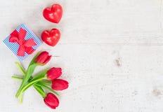 Букет желтых, фиолетовых и красных тюльпанов Стоковое фото RF