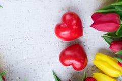 Букет желтых, фиолетовых и красных тюльпанов Стоковая Фотография RF