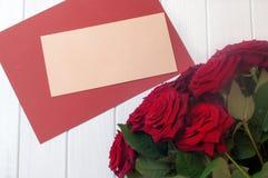 Букет конверта столба роз flowersnear пустого Стоковое Фото