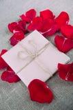 Букет красных роз и письма, примечания Стоковое фото RF