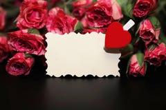 Букет красных роз на черной штейновой предпосылке Стоковые Изображения