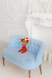 Букет на голубой софе Стоковые Фотографии RF