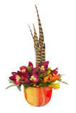 Букет от искусственных цветков орхидеи и пер фазана Стоковые Фотографии RF
