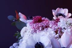 Букет различных белых и розовых цветков Стоковое Изображение