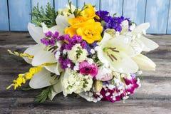 Букет разнообразных цветков стоковые изображения rf