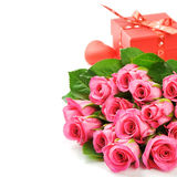 Букет розовых роз с настоящим моментом Валентайн Стоковое Изображение