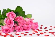 Букет розовых роз с сердцем Стоковая Фотография RF